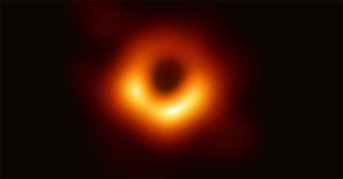 Hố đen ở trung tâm thiên hà M87.