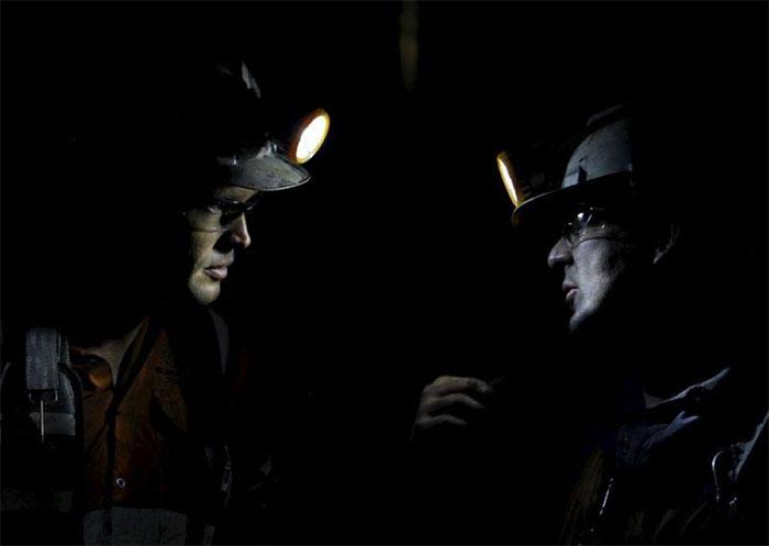 Công nhân khai thác than đang làm việc dưới một hầm mỏ ở Trung Quốc