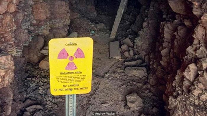 Phần đông trong chúng ta cố gắng tránh né những khu vực cảnh báo có phóng xạ.
