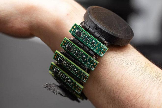 Vòng tay giúp đọc tín hiệu cử chỉ từ não người do CTRL-Labs phát triển.