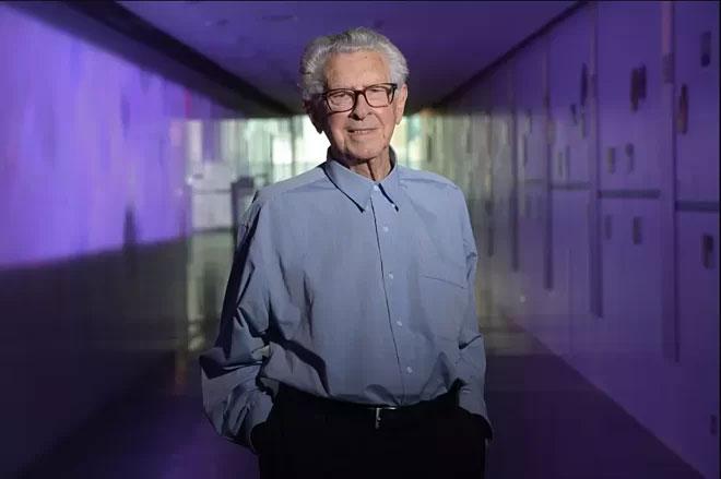 Nhà khoa học Jacques Miller.