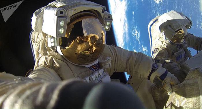 Các phi hành gia trên Trạm vũ trụ quốc tế ISS.