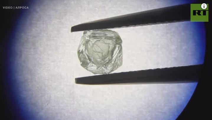 Viên kim cương kép Matryoshka.