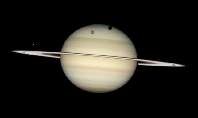 Sao Thổ hiện là hành tinh có nhiều vệ tinh xoay quanh nhất trong Hệ Mặt Trời.