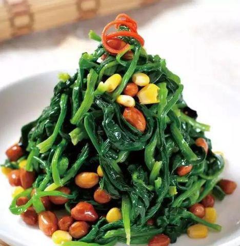 Rau chân vịt trộn với đậu phộng, hiệu quả dinh dưỡng tăng gấp đôi.