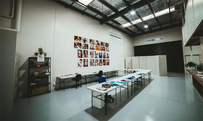 Cửa hàng thiết kế và làm chân tay giả giá rẻ của Mat trên đảo Philips