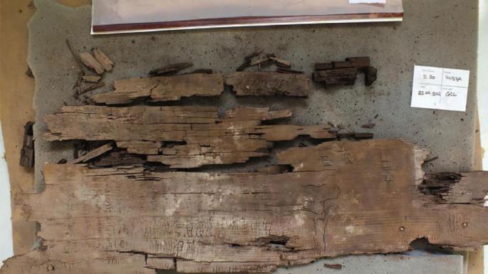 Nội dung khắc trên những tấm gỗ của quan tài.