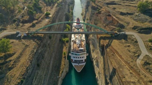 Braemar trở thành tàu dài nhất đi lọt qua kênh đào hẹp này