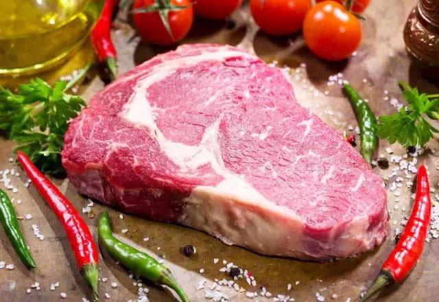 Thực phẩm ít chất béo như thịt nạc, sữa ít béo và tôm là lựa chọn hàng đầu.