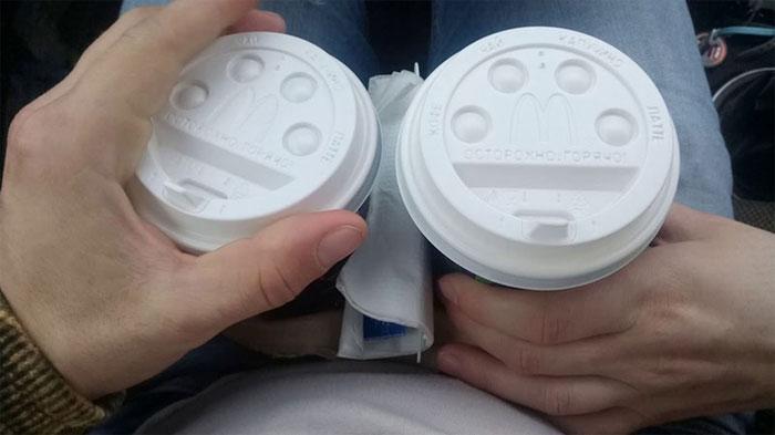 Hình dáng nắp cốc thay đổi theo từng loại đồ uống