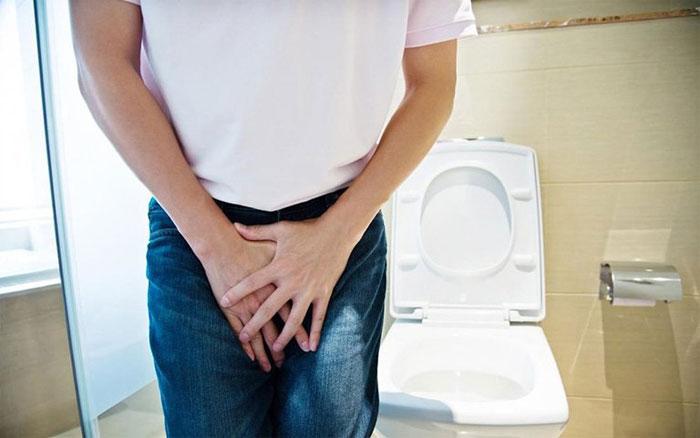 Tiểu không hết là dấu hiệu của nhiều bệnh lí liên quan đến đường tiết niệu.