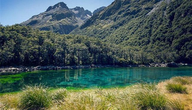 Hồ Blue có thể bị đục tạm thời khi những trận mưa lớn rửa trôi đất đá vào lòng hồ