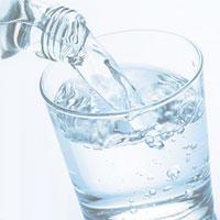 Chuyên gia khuyên không dùng nước khoáng nấu ăn