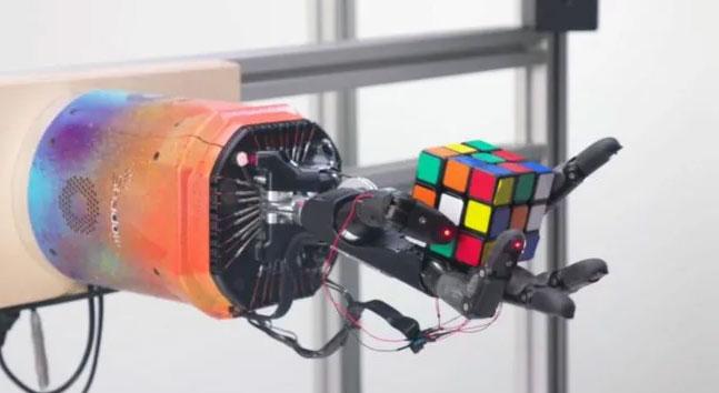 Trung bình, bàn tay robot đã mất khoảng bốn phút để giải quyết khối Rubik
