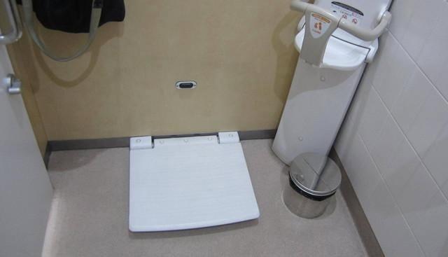 Tấm bảng này thường được đặt bên cạnh tường