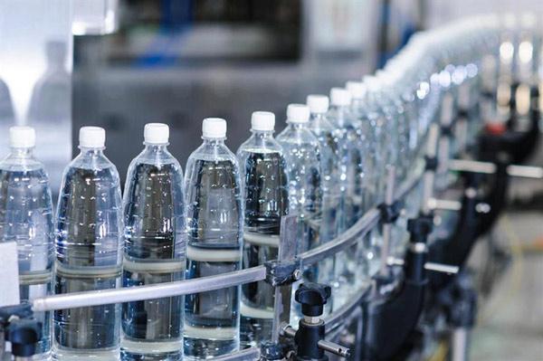 Cần nhiều nước để tạo ra một chai nhựa đựng nước hơn dung tích chúng có thể chứa
