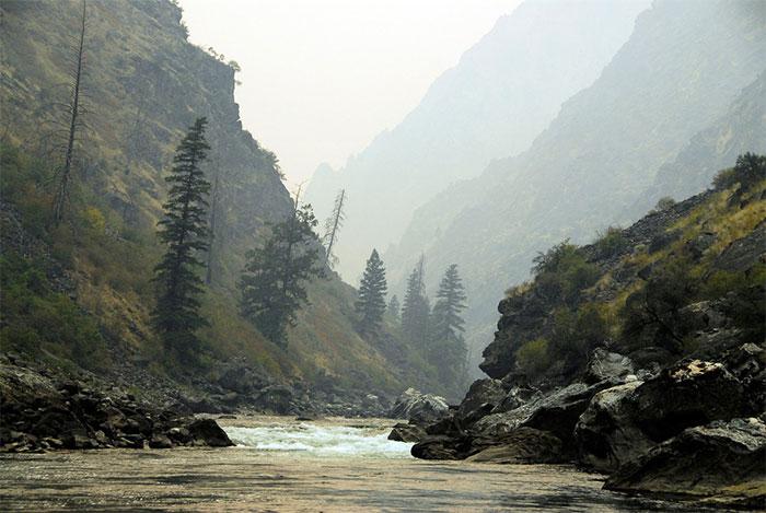 Hẻm núi Impassable trên đoạn sông Salmon là thử thách cá hồi phải vượt qua trên đường ra biển và trở về