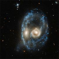 """Kính viễn vọng Hubble phát hiện ra """"khuôn mặt"""" kỳ dị trong vũ trụ"""