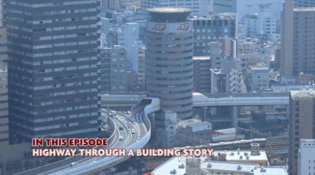 Cấu trúc bao quanh đường cao tốc Hanshin được thiết kế đặc biệt nhằm ngăn giảm tiếng ồn, độ rung tối đa.