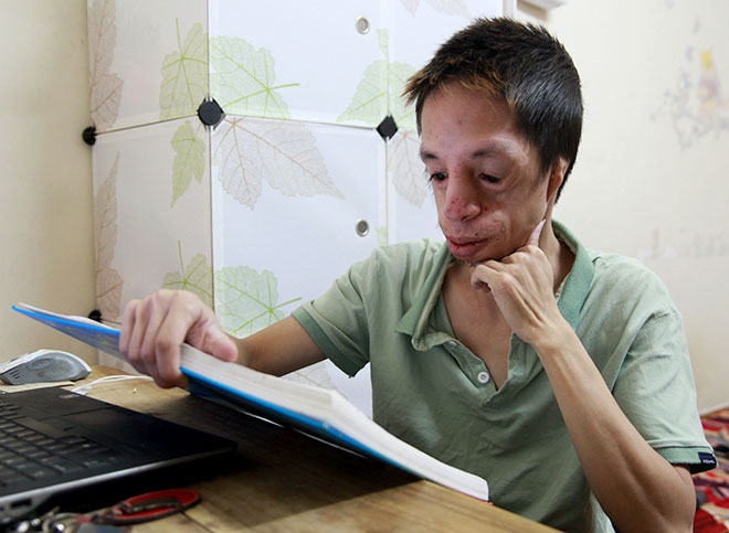 8 tiếng ở trường, 2 tiếng ở nhà, Chinh tranh thủ đọc sách, tài liệu khoa học