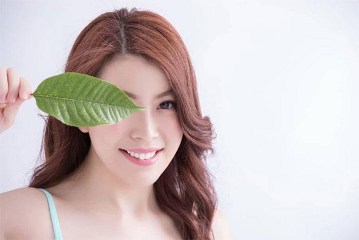 Cách chữa đau mắt đỏ hiệu quả nhất là kết hợp vệ sinh sạch sẽ và chế độ dinh dưỡng.