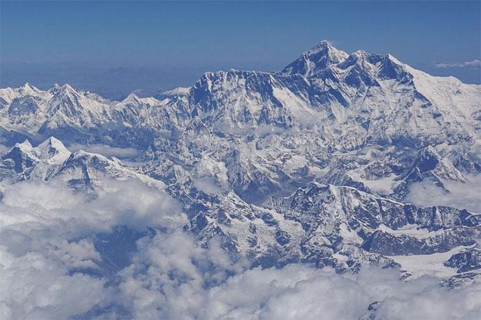 Nepal đang tiến hành đo đạc lại độ cao của đỉnh núi Everest bằng những thiết bị hiện đại nhất.