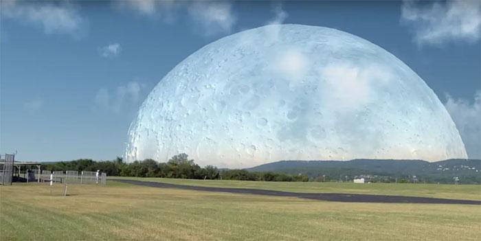 Ở khoảng cách 420km, Mặt Trăng quay nhanh hơn nhiều so với Trái Đất bên dưới