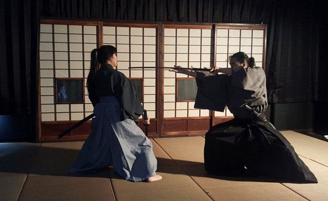 """Ittōsai không tự mình chấp bút cuốn bí kíp """"12 tuyệt kỹ dùng kiếm"""" mà chỉ dạy các đệ tử theo học phái kiếm Ittō-ryū."""