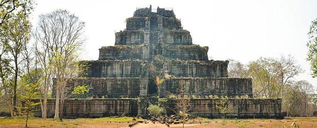 Biểu tượng của đế chế Khmer là kinh đô Angkor tráng lệ