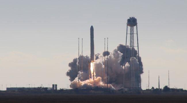 Tàu vũ trụ Cygnus NG-12 rời bệ phóng tại bang Virginia, Mỹ.