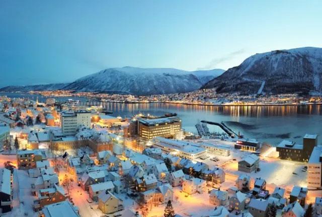 Thành phố vùng đông bắc Na Uy nơi mặt trời không bao giờ lặn trong những tháng hè