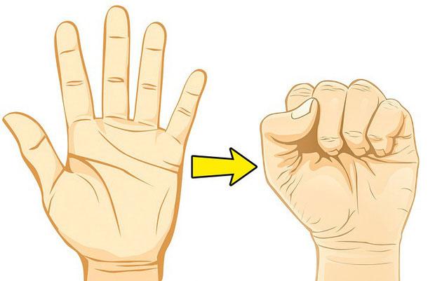 Nắm chặt tay thành nắm đấm