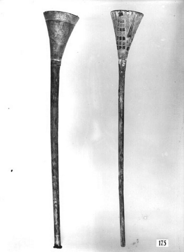 Trong buổi tập chuẩn bị cho hòa nhạc năm 1939, chiếc kèn bạc của Vua Tut đã bị nứt vỡ