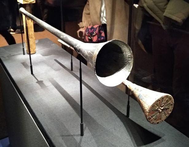 Cặp kèn của vua Tut trưng bày trong viện bảo tàng.