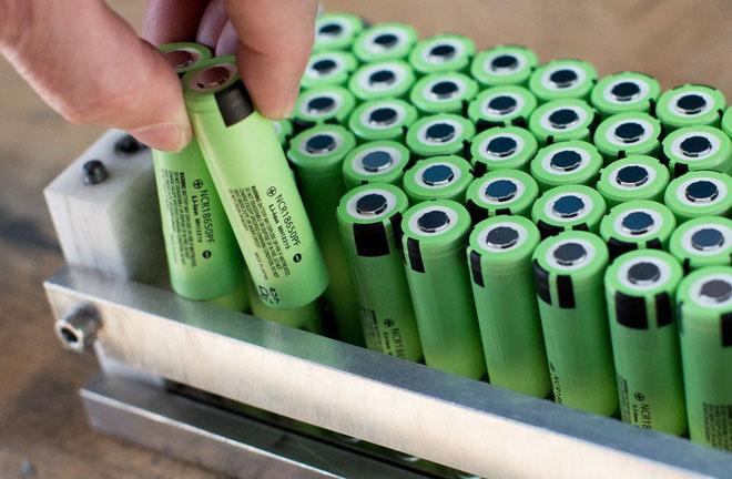 Đặt pin ở mức nhiệt 60 độ C, toàn bộ hệ thống có thể duy trì 1.700 vòng sạc nhanh và xả pin.