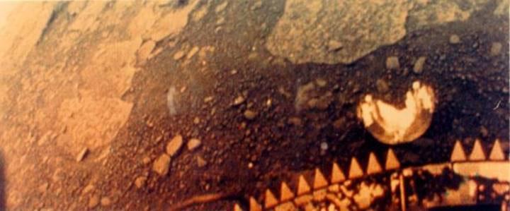 Góc nhìn từ camera trái của Venera 13.