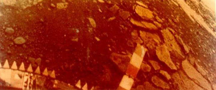 Góc nhìn từ camera phải của Venera 13.