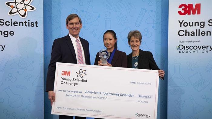 Kara Fan đã được trao giải thưởng 25.000USD và được trao tặng danh hiệu Nhà khoa học trẻ hàng đầu nước Mỹ.