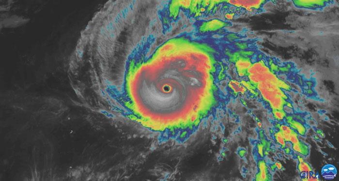 Siêu bão Hạ Long với mắt bão lớn nhìn từ vệ tinh.