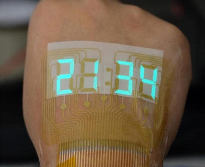 Chỉ cần nhìn vào mu bàn tay đã thấy màn hình đồng hồ bấm giờ phát sáng sắp không còn là khoa học viễn tưởng.