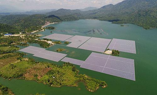 Hệ thống phao neo được lắp đặt hoàn chỉnh trên hồ Đa Mi.