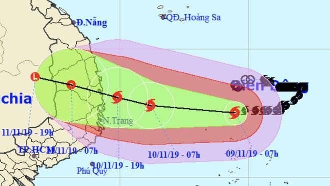 Dự báo đường đi của bão cho thấy tâm bão áp sát Quảng Ngãi - Khánh Hòa vào tối 10/11.