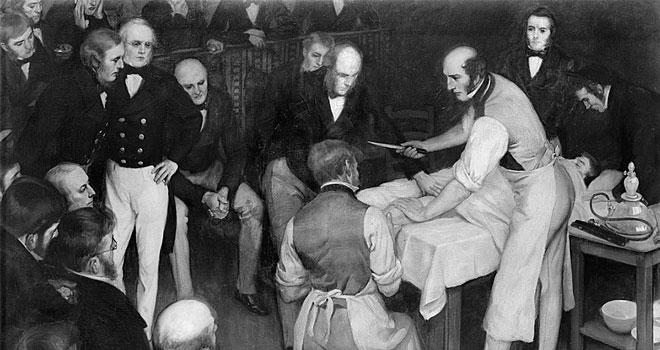 Robert Liston thực hiện cắt cụt chi bệnh nhân trước đám đông khán giả.