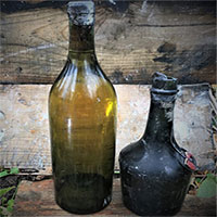 Phát hiện 900 chai rượu trăm tuổi dưới đáy biển