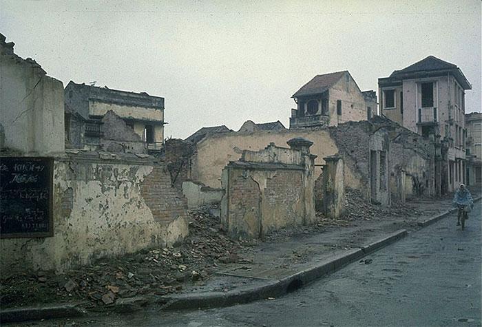 Những ngôi nhà bị phá hủy do các vụ không kích của Mỹ.