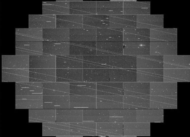 Bức ảnh chụp bị phá hỏng hoàn toàn vì những vệt sáng mà các vệ tinh này để lại.