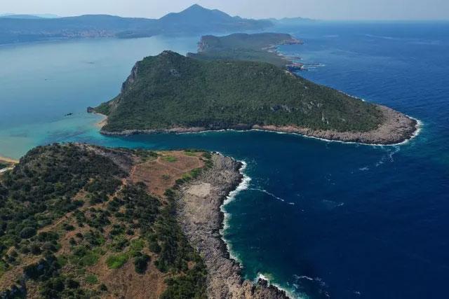 Kho báu chứa tiền và nhiều món trang sức có giá trị được tìm thấy ở đảo hoang không người tại Hy Lạp.