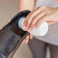 Các cách đơn giản loại bỏ mùi hôi của giầy