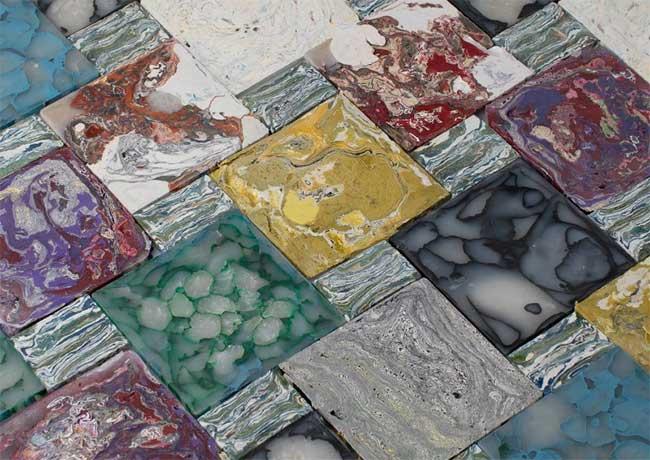 Quá trình này có thể tạo ra một loạt các gạch màu khác nhau với nhiều sắc thái
