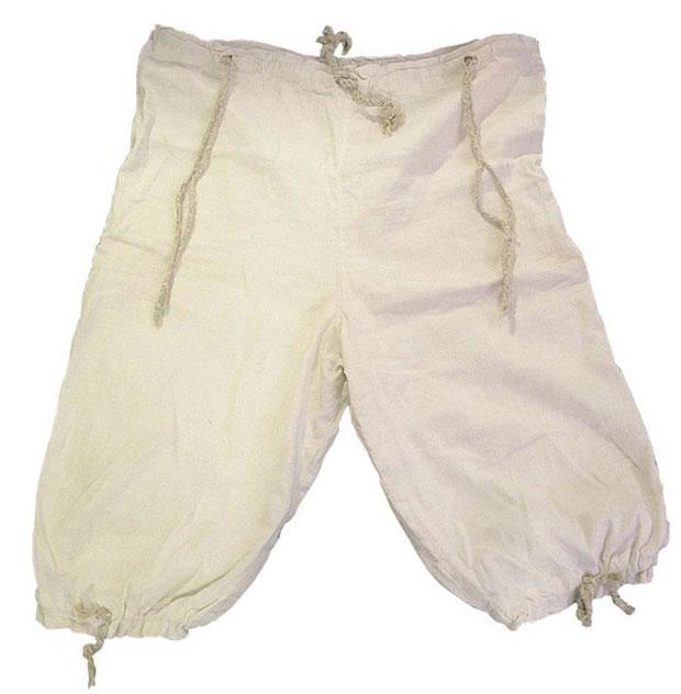 Còn chiếc quần lửng có dải rút dưới đây vẫn chưa được xác nhận là dành cho nam hay nữ